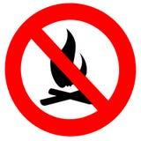 Simbolo rotondo del segno di divieto del fuoco isolato su bianco Fotografie Stock
