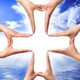 Simbolo trasversale fatto dalle mani Fotografie Stock
