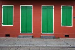 Simetría: Pared de la casa foto de archivo libre de regalías