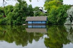 Simetria azul da casa imagens de stock royalty free