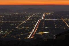 Simi谷在洛杉矶夜附近 免版税库存图片