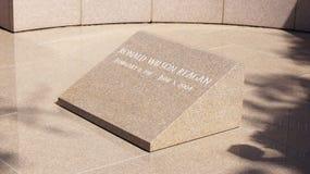 SIMI VALLEY, КАЛИФОРНИЯ, СОЕДИНЕННЫЕ ШТАТЫ - 9-ое октября 2014: Место последнего упокоения ` s президента Рональда Рейгана на стоковые фото