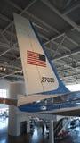 SIMI VALLEY KALIFORNIEN, FÖRENTA STATERNA - OKTOBER 9, 2014: Air Force One Boeing 707 och flotta 1 på skärm på Reaganen Royaltyfri Bild