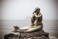SIMILA海滩, SONGKLA,泰国- 10月24 :美人鱼岩石纪念碑 库存照片