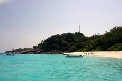 Similan-Insel-Gruppenansicht pont mit haarscharfem Wasser, Nationalpark Similan, Phangnga, Thailand Lizenzfreies Stockfoto