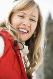 Similing attraktive Frau. lizenzfreie stockfotos