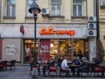 Simit贝尔格莱德Sarayi的大门  最近打开在塞尔维亚, Simit Sarayi是最大的土耳其快餐&面包店 图库摄影