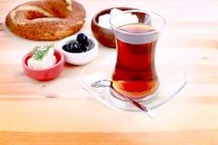 Simit et thé Photographie stock