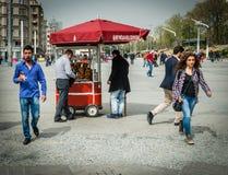 Simit sprzedawca w Taksim kwadracie Obrazy Royalty Free