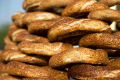 Simit traditionnel turc à Istanbul Photo stock