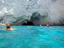 Simma på blåa grottor, Zakynthos royaltyfri bild