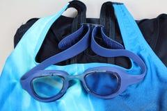 Simma skyddsglasögon och baddräkten Royaltyfri Foto