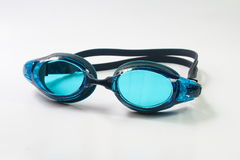 Simma skyddsglasögon på vit bakgrund Royaltyfria Bilder