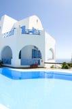 simning för arkitekturcyclades grekisk pöl royaltyfria foton