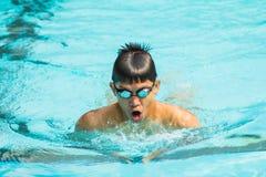 Simning för bröstslaglängd Royaltyfri Fotografi