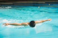 Simning för fjärilsslaglängd Royaltyfri Bild
