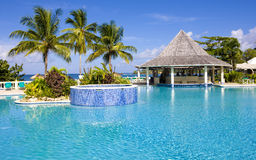 simning för hotellpöl s arkivfoto