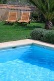 simning för lyxig pöl för bygdhotell lantlig arkivbild