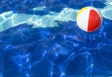 simning för pöl för bollstrand flottörhus Royaltyfria Foton