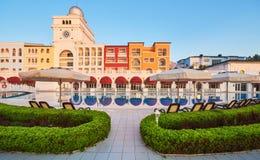 simning för pöl för strandhotell lyxig Typunderhållningkomplex Amara Dolce Vita Luxury Hotel semesterort Tekirova Royaltyfria Foton