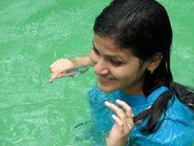 simningvattenkvinna Arkivfoton