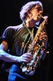 Simon Balthazar, saxofoonspeler van Fanfarlo Royalty-vrije Stock Afbeelding