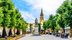 Simon Stevin-Statue auf dem Quadrat des gleichen Namens in historischem Brügge, Belgien stockbild
