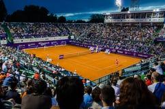 Simona Halep och Lara Arruabarrena under QF av Bucharest öppen WTA arkivbilder