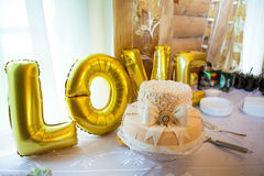 Simple the beautiful cake. This beautiful wedding cake is so great, take this picture to yourself Stock Photos