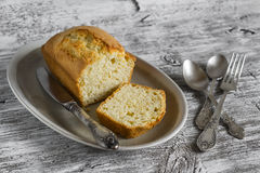 Simple cake on an oval plate Royalty Free Stock Photography