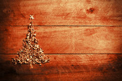 Simple Christmas tree arranged from sawdust, wood-chips on woode Royalty Free Stock Photos