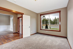 Simple empty room with lots of space and carpet. Royalty Free Stock Images