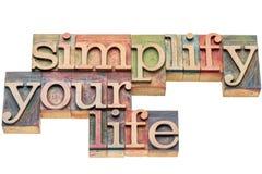 Simplifique su vida en el tipo de madera fotografía de archivo