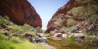 Simpsons Gap es uno de los huecos en las gamas del oeste de MacDonnell en el Territorio del Norte de Australia Fotos de archivo