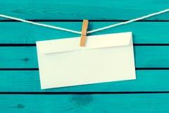 Simsen Sie alles Gute zum Geburtstag auf dem alten Umschlag und Stockbild