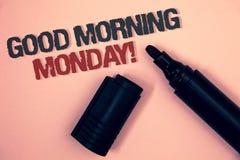 Simsen Sie das Zeichen, das gutem Morgen Montag Motivanruf zeigt Rötliche Plattformquerstation des Begriffsfoto glücklichen Besti lizenzfreies stockfoto