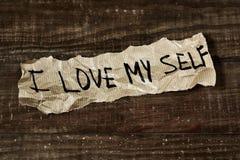 Simsen Sie i-Liebe selbst, die in ein Blatt Papier geschrieben wird lizenzfreies stockbild