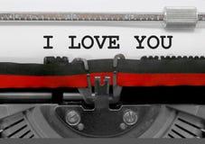 Simsen Sie ICH LIEBE DICH durch die alte Schreibmaschine auf Weißbuch Stockfoto