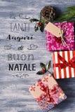 Simsen Sie natale Tanti Auguri di Buon, frohe Weihnachten auf italienisch Stockbilder