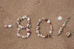 Simsen Sie 80 Prozent auf dem Sand, der vom Oberteil gemacht wird Stockbilder