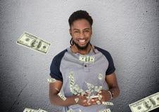 simsendes Geld Junger Mann mit Telefon Geld, das vom Telefon aufkommt Lizenzfreie Stockfotografie