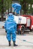 Simulação de um acidente químico imagens de stock