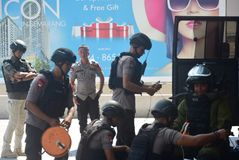 Simulación de la seguridad de la bomba en la corona Semarang del hotel Fotografía de archivo libre de regalías