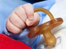 Simulacre dans la main de babys Photo libre de droits