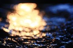 Simulatie van water bij zonsondergang Royalty-vrije Stock Foto