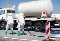 Caduta chimica dopo l'incidente stradale fotografia stock