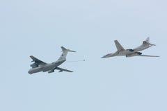 Simulerad luft som tankar Tu-160 Arkivfoton