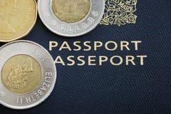 Simuli il passaporto e la moneta Immagine Stock Libera da Diritti