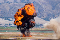 Simulierte Explosion bei Airshow stockbilder