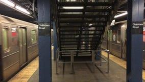 Simultane Ankunft von Untergrundbahnen stock footage